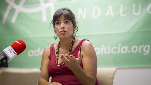 Teresa Rodríguez violates Parliament's order: the LGTB flag is still in her office