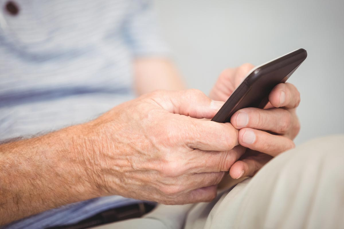 How to convert an old mobile into a device for the elderly or with special needs