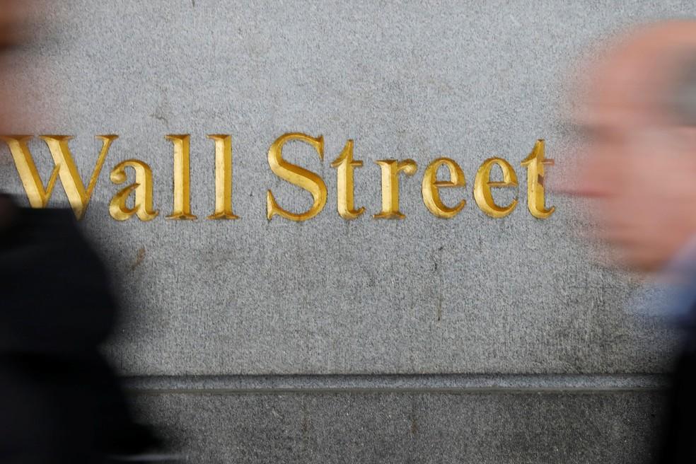 Big techs 'help US exchanges reverse part of last week's tumble